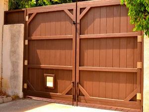 Wooden+Driveway+Gate+-+LA